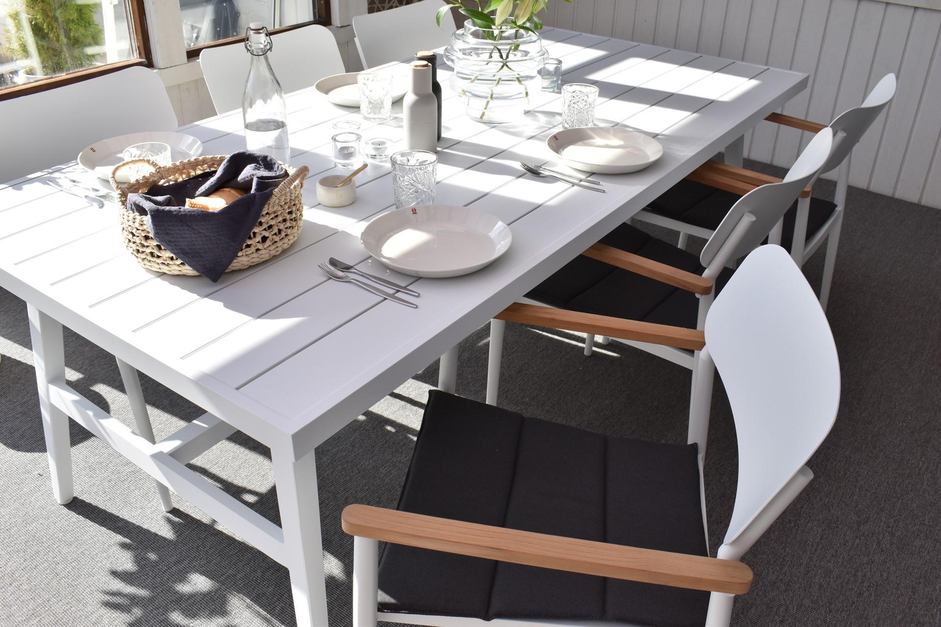 Lauko valgomojo stalas Calmar